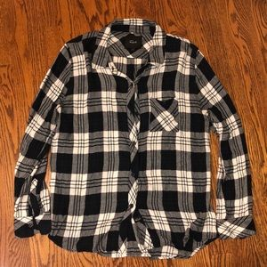 Black and white long sleeve flannel blouse